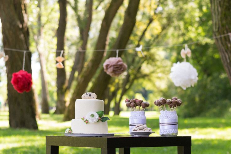 Beaufitul wedding cake set up