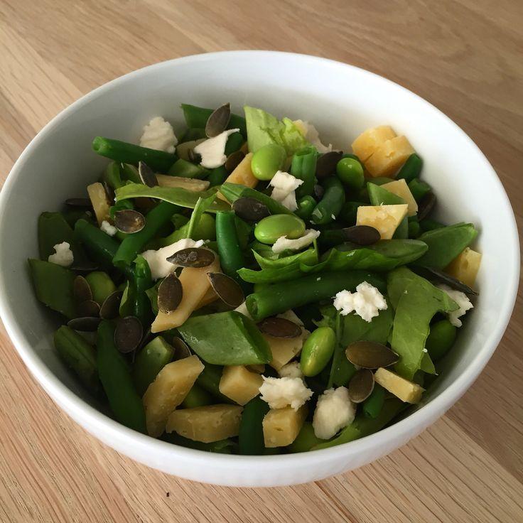 Salat med slikærter  Spinat Slikærter  Bønner  Ost  Græskarkerner