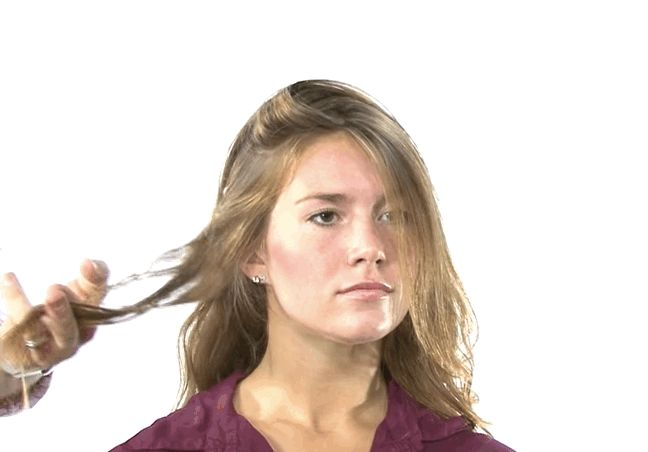 La mousse te dará espesor instantáneo. Esta es la forma correcta de aplicar el producto. | 17 trucos para hacer que el cabello fino parezca muy grueso