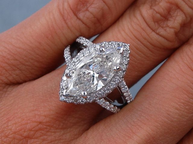 3.20 ctw Marquise Cut Diamond Engagement Ring. It has an ...