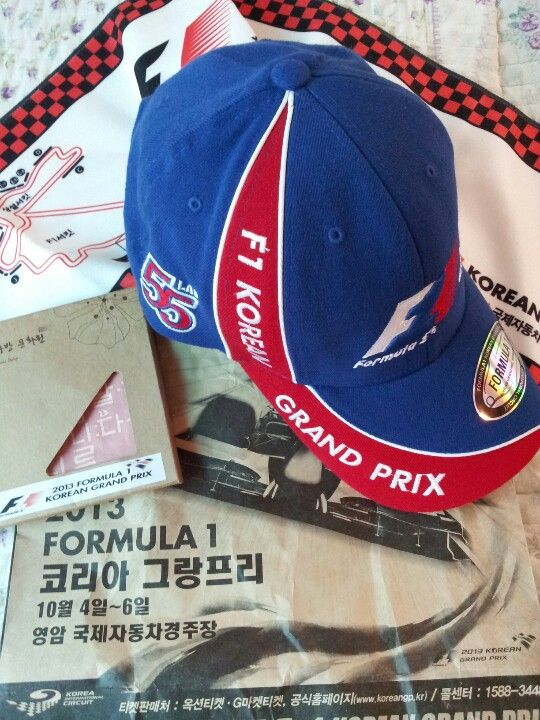 New F1 accessories design- new F1 cap, F1 sweat scarf, handcurchief- F1 Fan Club Korea got them from organizers on Sept 7, a month before Korean GP @F. track in Yeongam. www.facebook.com/f1koreanfans