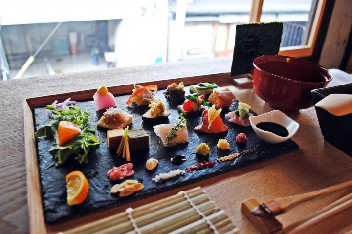 着物の街、京都・室町でいただく麗しい手巻き寿司|ことりっぷ http://co-trip.jp/article/8583/|AWOMB(アウーム)http://www.awomb.com/