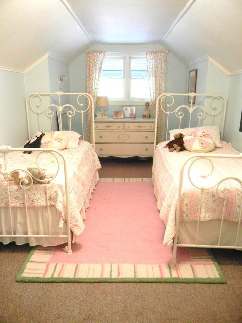 1000 ideas about two girls bedrooms on pinterest sister bedroom shared rooms and small. Black Bedroom Furniture Sets. Home Design Ideas