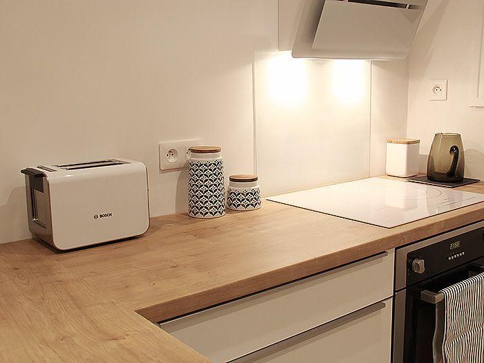 Idee Pour Notre Future Cuisine Blanc Brillant Et Plan De Travail En Bois Clair Modern Kitchen Kitchenette Kitchen