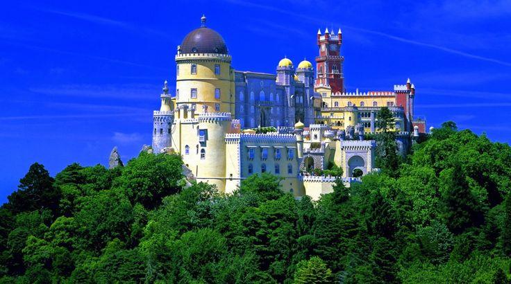 Não faltam inúmeros locais para visitar em Sintra, uma das mais belas e encantadas de Portugal. Descubra 15 locais de sonho para visitar em Sintra.