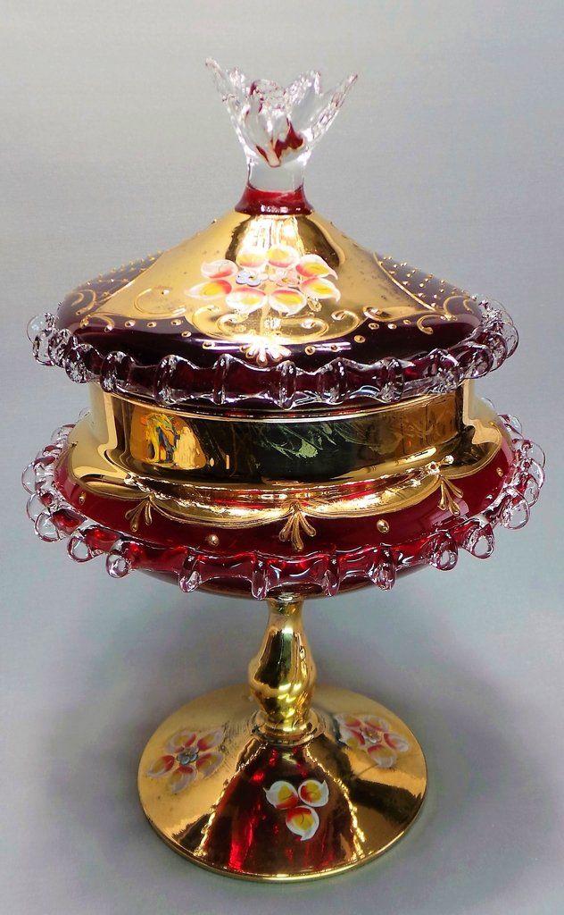 Impressionante Compoteira Em Vidro Vermelho Rubi, De Murano, Itália, Com Desenhos Florais Pintados à Mão e Detalhes à Ouro. Século XIX