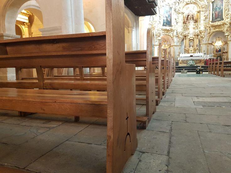 Restauración de los bancos de la Basílica de Santa María de #Alicante. Los bancos del templo religioso estaban en mal estado por el paso de los año, el uso y el trasiego de personas. Tras un proceso de restauración de la madera, han quedado totalmente renovados, sin roturas, grietas ni imperfecciones. La madera ha sido tratada y barnizada para un mejor acabado.