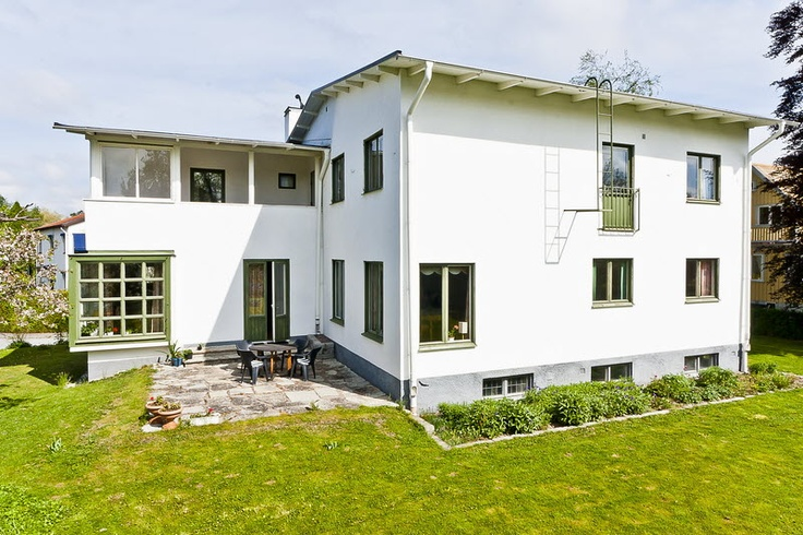 hus från 1937 med gröna detaljer #funkis