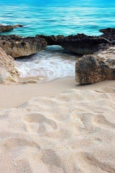 1437b64a0 Pin by Suzanne Brown on Nature photography in 2019 | Beach, Beautiful  beaches, Grand cayman island