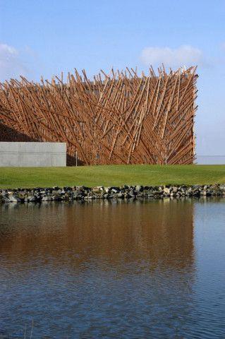 Un nouveau musée d'art contemporain ? Une usine de bois ? Pas du tout. Vous êtes dans un club de golf en République Tchèque. Le développement économique permet aux «nouveaux…