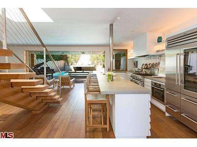 Celebrity homes_Pamela Anderson's beach house in Malibu6