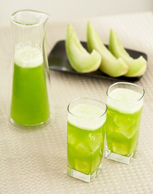 Εύκολο! Kαλοκαιρινό λικέρ από πεπόνι Μία πανεύκολη συνταγή για να κάνετε λικέρ μόνες σας από ένα καλοκαιρινό φρούτο. Υλικά: • 2 φλιτζάνια ψιλοκομμένο ώριμο πεπόνι (περίπου μισό) • 1 1/2 φλιτζάνια βότκα• 1 φλιτζάνι ζάχαρη • 1 φλιτζάνι νερό Διαδικασία: Τοποθετήστε το ψιλοκομμένο πεπόνι σ' ένα γυάλινο βάζο και προσθέστε τη βότκα. Σφραγίστε και ανακαινίστε καλά. Αφήστε το βάζο για […]
