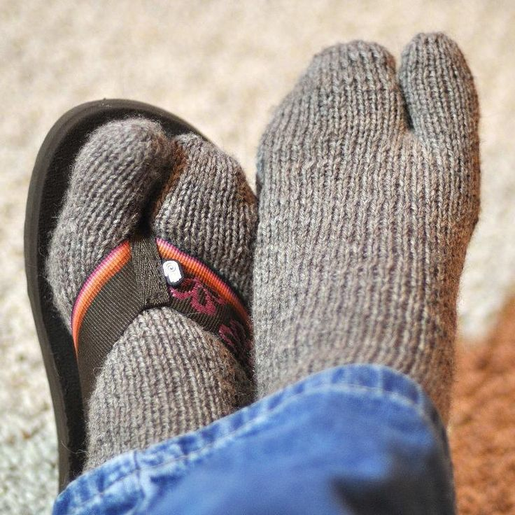 Flip-Flop Winter Socks - I think I need these!
