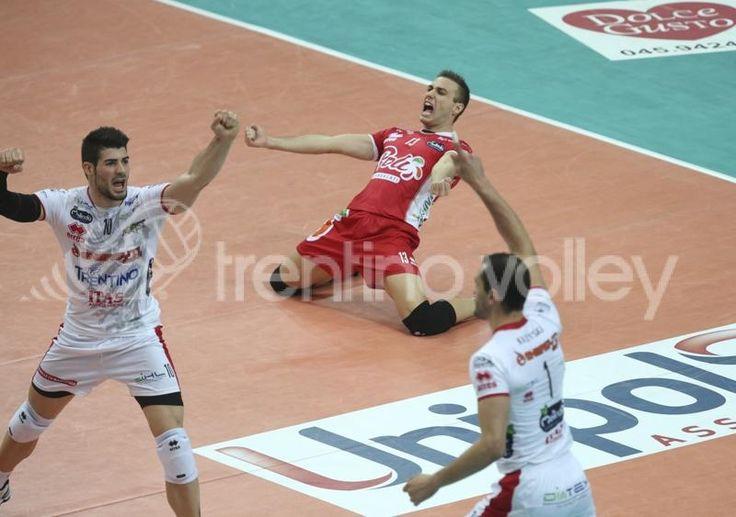Massimo Colaci e Filippo Lanza delle Trentino Volley esultano.