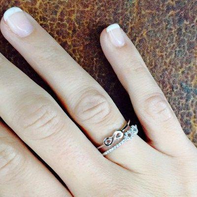 Anillo de plata de 1ª Ley con símbolo infinito cuajado de zirconitas  Ajustable a la medida deseada   27,00 € - See more at: http://girbesjoyas.com/es/joyas/anillos/anillo-infinitos-detail#sthash.RZux8963.dpuf