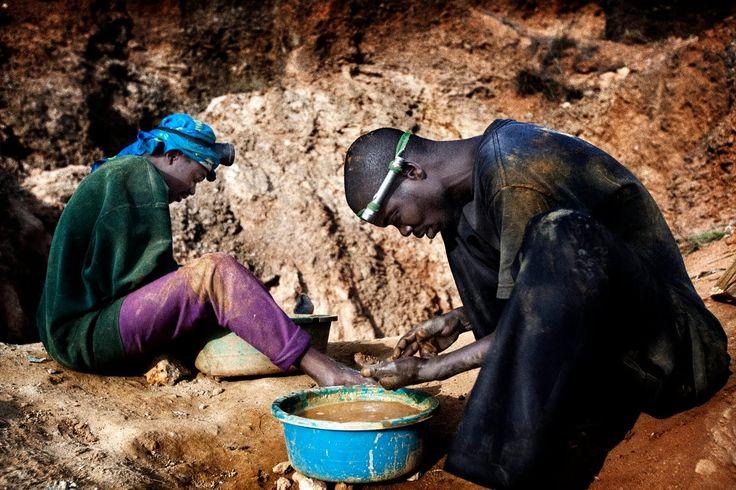 La gran demanda de minerales claves para la tecnología móvil provoca conflictos humanitarios y ambientales en la República Democrática del Congo. La extracción de minerales para la fabricación de teléfonos móviles y otros dispositivos electrónicos es la causa de, al menos, 6 millones de víctimas mortales en la República Democrática del Congo en las últimas dos décadas, ha alertado hoy el Instituto Jane Goodall.