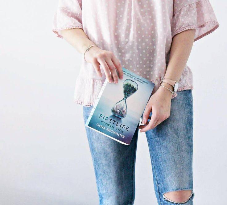 #harrypotter #books #socks # colorfull #bookstagram #booklovers #books #vsco #vscobooks #lovereading #white