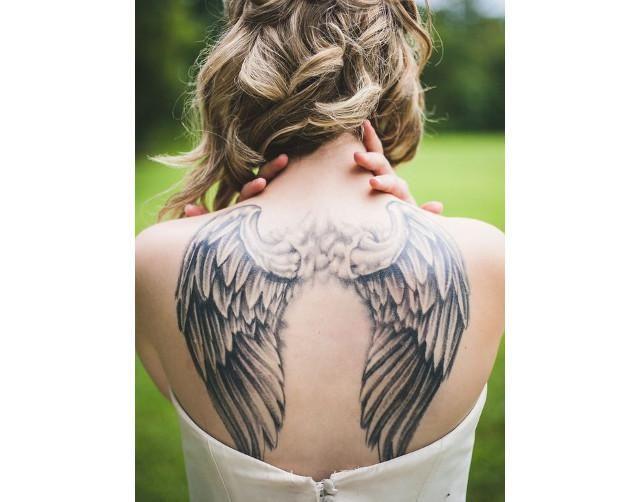 tatuaje de alas en la espalda para mujeres 05