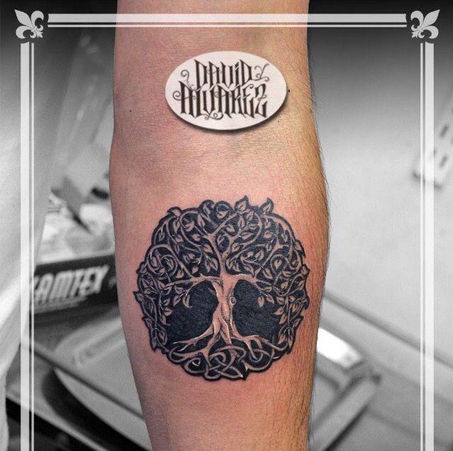 Diseñado y tatuado por nuestros tatuadores / Designed and tattooed for our tattoo artists. #tattoo #ink #black #art #life #Tree
