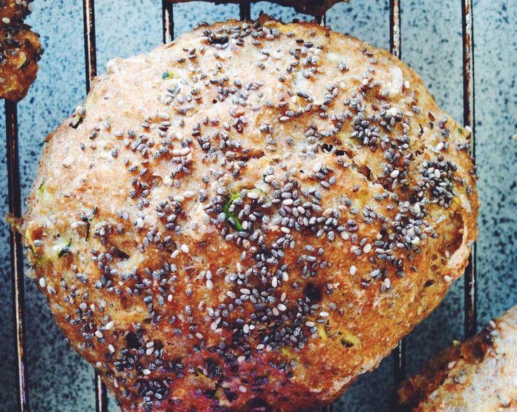 Koldhævede squashboller med chiafrø - Kitchen by Eve