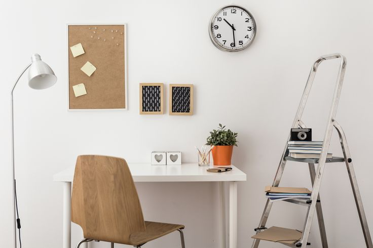 Cork is a cheap way of absorbing noise in large, open-plan homes. Use cork for an entire wall in your kitchen or office and start pinning #corkboards #corkwalls #cheapandcheerful #hitrends