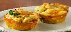 Broccoli kaas muffin #ontbijt #lunch #tussendoortje http://koolhydraatarmerecepten.info Ingrediënten 600 gr broccoli roosjes 4 grote eieren 7 grote eieren, alleen het eiwit 30 gr geraspte cheddar kaas 40 gr geraspte kaas naar keuze 1 el olijfolie zout en peper naar smaak zout en peper naar smaak Bereidingswijze Stap 1 Verwarm de oven voor op 180 graden. Doe een klein beetje water in een pan en stoom hierin de broccoli roosjes ongeveer 6-7 minuten. Stap 2 Pak nu een kom en breek hierin de…