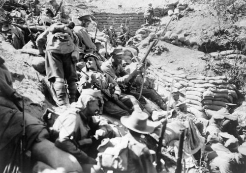 Support troops from the 4th Australian Infantry Brigade wait behind Quinn's Post, Gallipoli, after it was retaken on 29 May 1915