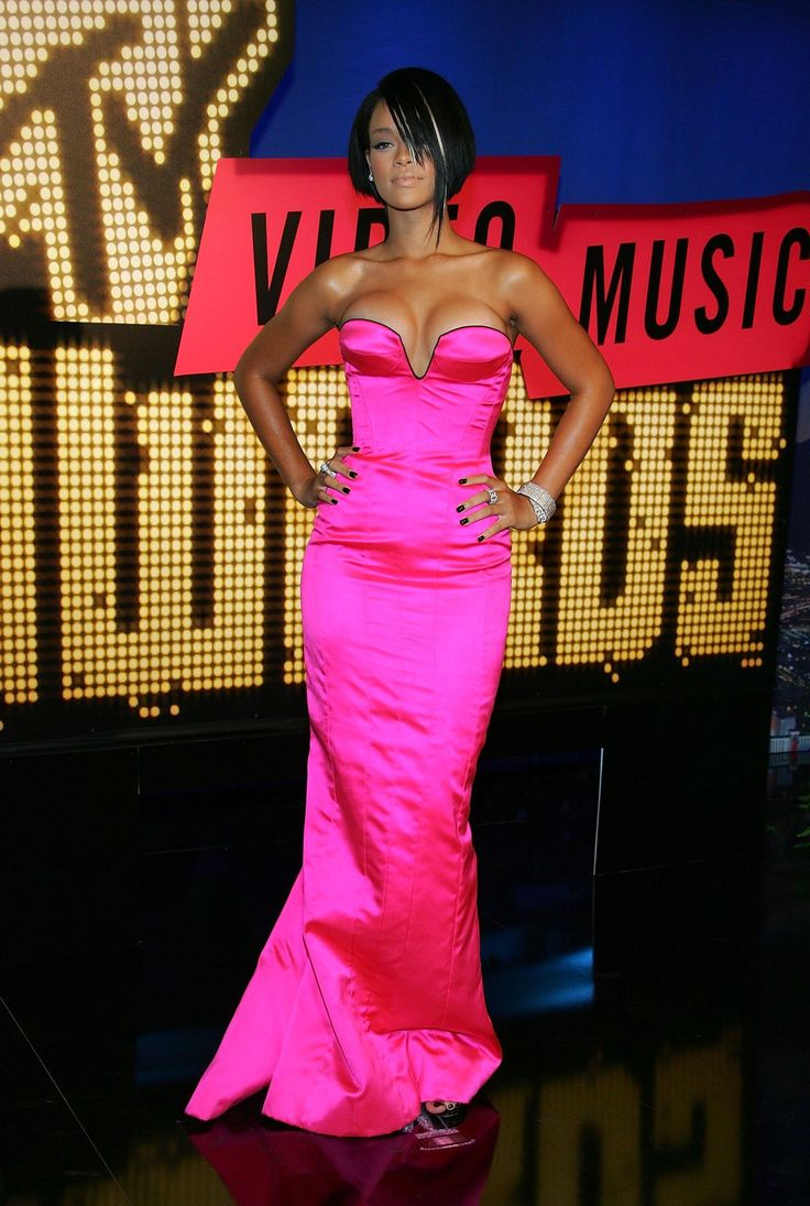 Every Outfit Rihanna's Worn At The VMAs | Celebrity ...