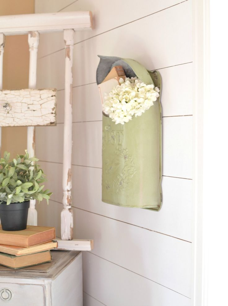 Where to Find Vintage Decor on A Budget. Easy and practical tips to decorate your home with vintage decor while staying with budget-friendly finds.