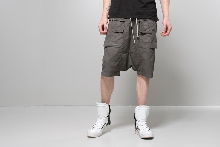 pod shorts dark dust - Pod shorts dark dust from RIck Owens DRKSHDW. Drawstring waist with quilted cotton hip band. Deep front and back velcro pockets. Small double velcro pockets at front.   Model wears size S - 14 W, 23.5 rise, 5 inseam   97% cotton 3% elastane  Made in Italy