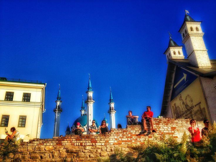 Зрители фестиваля под открытым небом 'Kremlin Life', Казанский Кремль, Татарстан