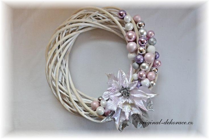 Vánoční věnec na dveře  - ratan, bílá patina - růžový