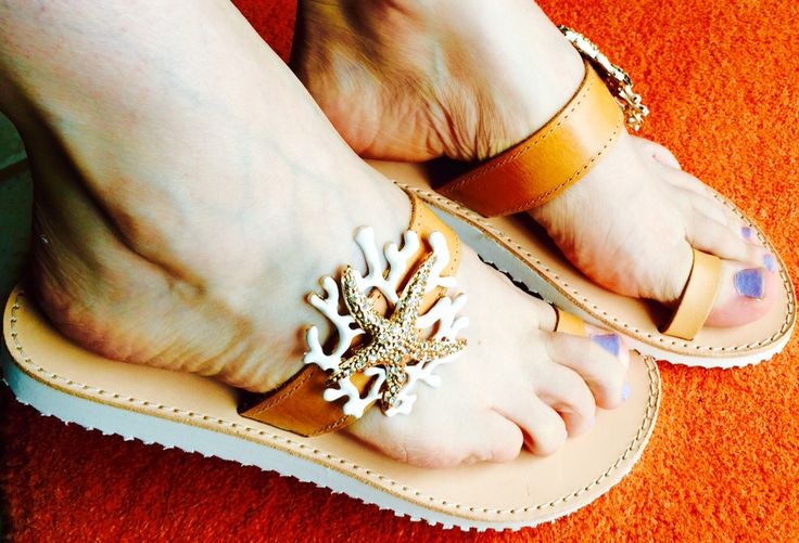 Leather sandals in white sole +white starfish decoration