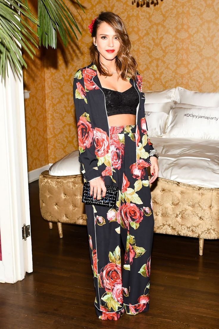 #Dolce&Gabbana Pyjama Party- Who Wore what Jessica Alba in floral silk set #celebrity #fashionblogger