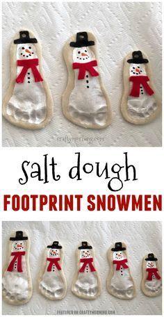 Schneemannschmucke aus Salzteig-Fußabdruck sind b…
