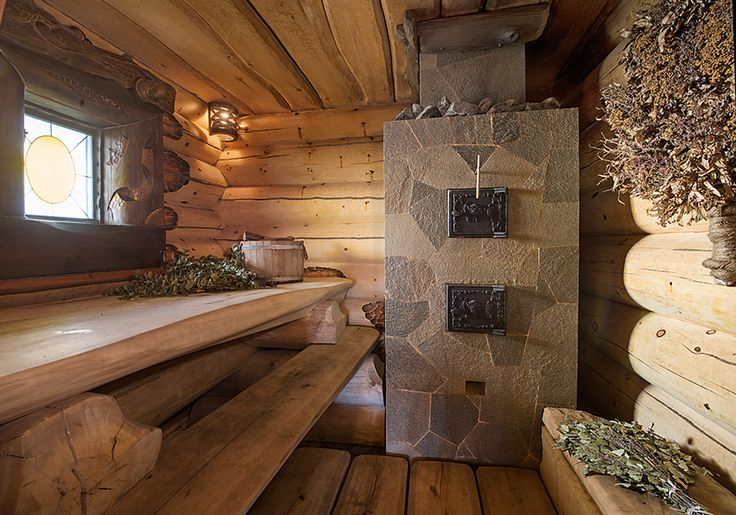 Дом-баня, возведенная из сибирского кедра методом ручной рубки