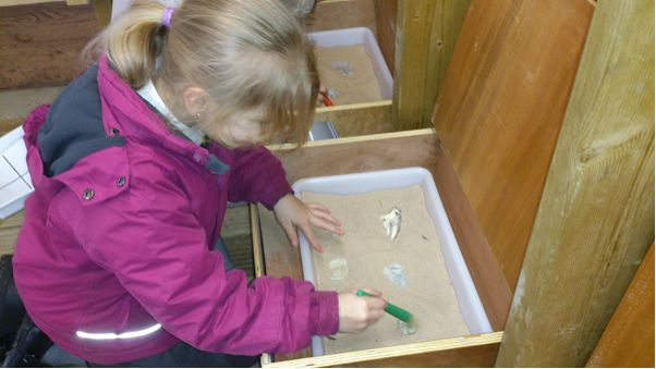 Waterside School investigate the fossil trenches! Catherine (BBOWT) photographer Laura Bullenthorpe