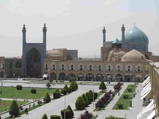İmam Cami, İran    İsfahan'da 17'nci Yüzyılda inşa edilen cami, ışığa göre rengi değişen soluk mavi-sarı çinileri ve 54 metrelik kubbesi ile dünyanın en etkileyici camileri arasında.