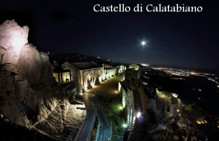 Il Castello di Calatabiano. 37°49′22″N 15°13′40″E