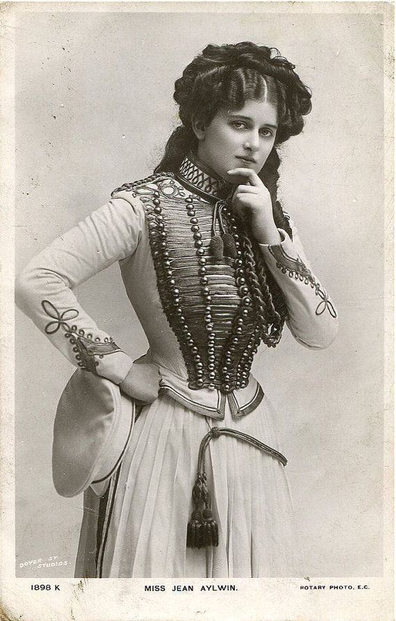Original English photo postcard - by Dover St. Studios - actress Miss Jean Aylwin - c. 1900-1909