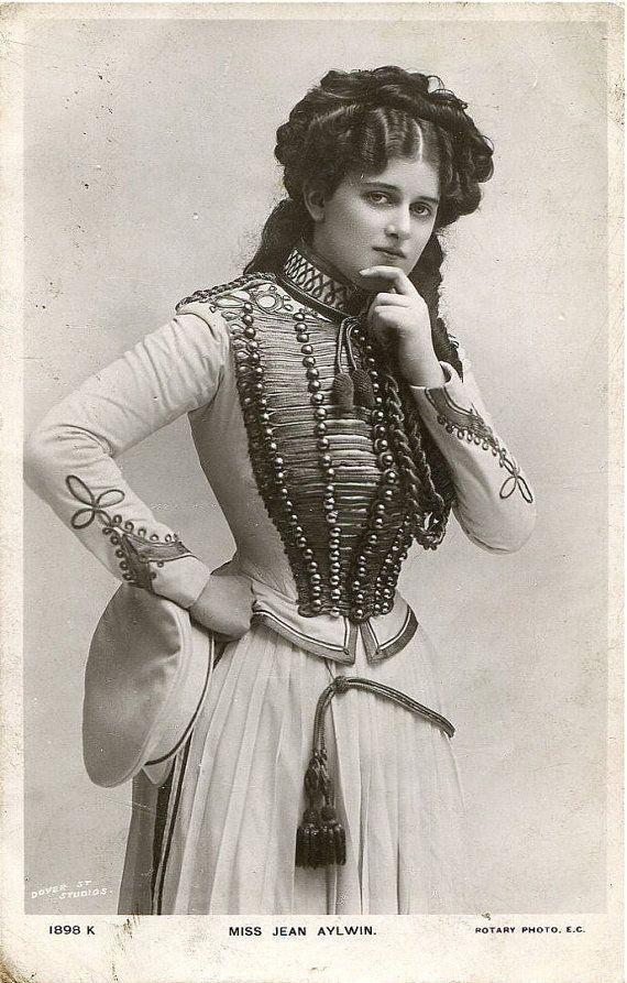 Original English photo postcard - by Dover St. Studios - actress Miss Jean Aylwin - c. 1900-1909