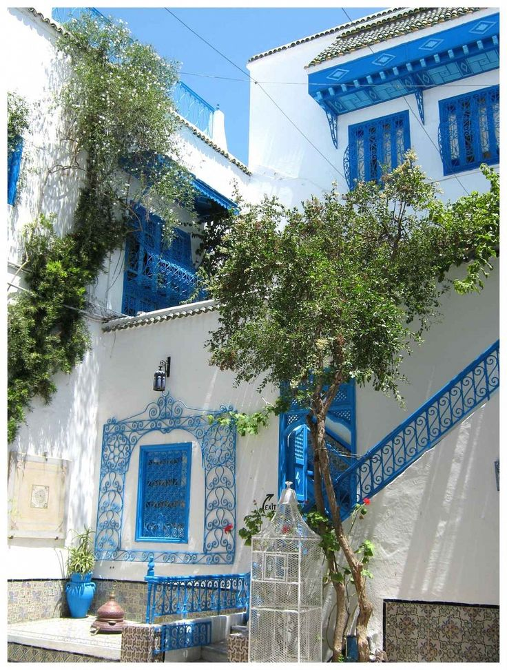 Side Bu Said, Tunisia - Sidi Bou Said is still under reputation as a town of artists. Artists who lived there or visited Sidi Bou Said include Paul Klee, Gustave-Henri Jossot, August Macke, Saro Lo Turco and Louis Moillet.