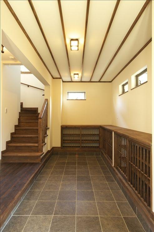 玄関事例:玄関ドアを開けた時の光景(和楽3層住宅)