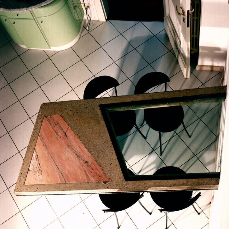 Tavolo da cucina sospeso in cemento, marmo rosa Portogallo e cristallo, 1990