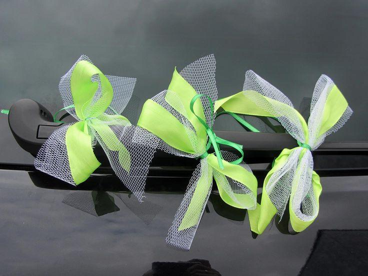 Die Autoschleifen zur Hochzeit kann man leicht selber basteln. Mit unserer bebilderten Bastelanleitung geht's schnell und einfach!