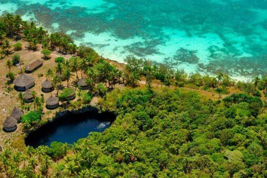 Hanawa Lodge et le trou bleu à Maré, aux Iles Loyautés.