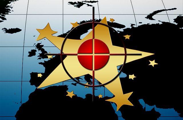 El BCE se dará un tiro en el pie si devalúa el euro intencionadamente - http://plazafinanciera.com/el-gran-problema-de-la-alta-correlacion-entre-el-euro-y-el-dow-jones-euro-stoxx-50-suicidio-de-europa/ | #AnálisisTécnico, #BancoCentralEuropeo, #DowJonesEuroStoxx50, #Euro #AnálisisTécnico