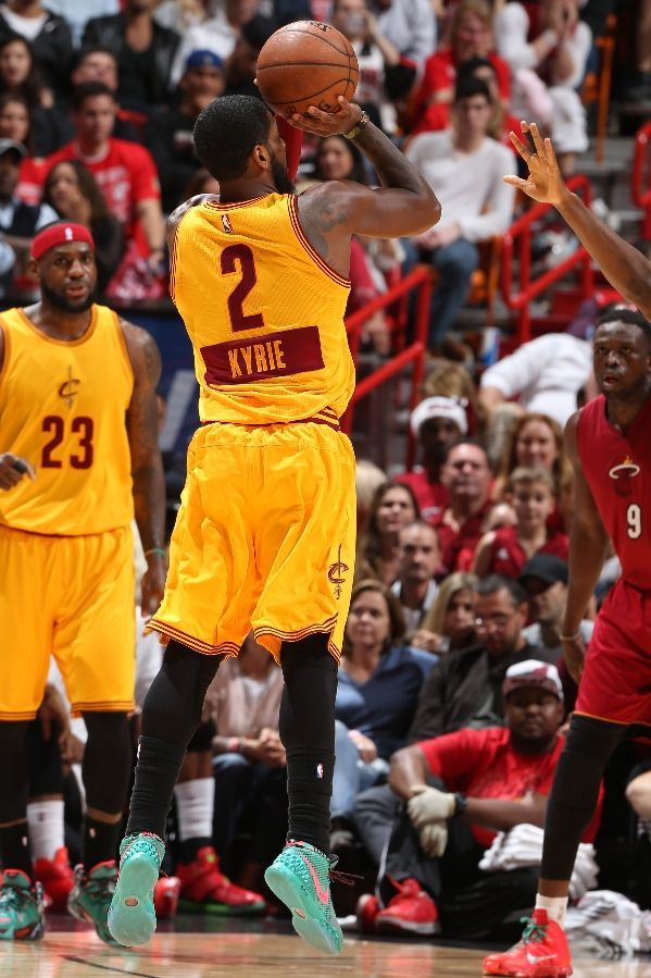 """Kyrie Irving shooting in the Nike Kyrie 1 """"Christmas"""""""