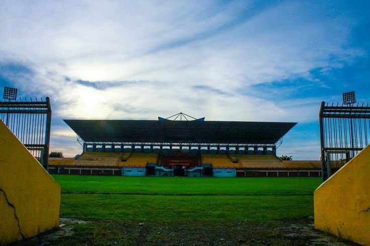 Saksi bisu sing dadi kenangan karo ndekne.  @andityajulianto - Ditempat ini saya bisa merasakan emosi ketegangan kesedihan kekecewaan dan juga kegembiraan.  Stadion Gelora Bumi Kartini Jepara.  #stadiongelorabumikartini #sgbk #visitjepara #jatenggayeng #sepakbolaindonesia #persijap
