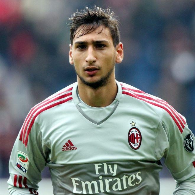 Milan Donnaruma trasportato in ospedale per una Tac Gianluigi Donnaruma è stato sottoposto a una Tac dopo l'infortunio contro il Chievo. Il giovane portiere del Milan ha subito un colpo in testa e è dovuto uscire in anticipo nel primo tempo. #SerieA